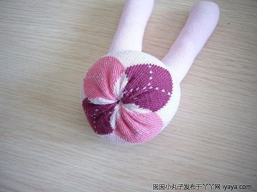игрушки из носков. куколка и зайчик (28) (500x375, 90Kb)