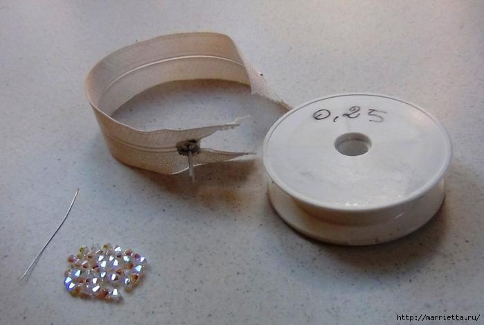 Гламурный ошейник для кошки. Из молнии и бусин-кристаллов Swarovski (1) (700x469, 180Kb)