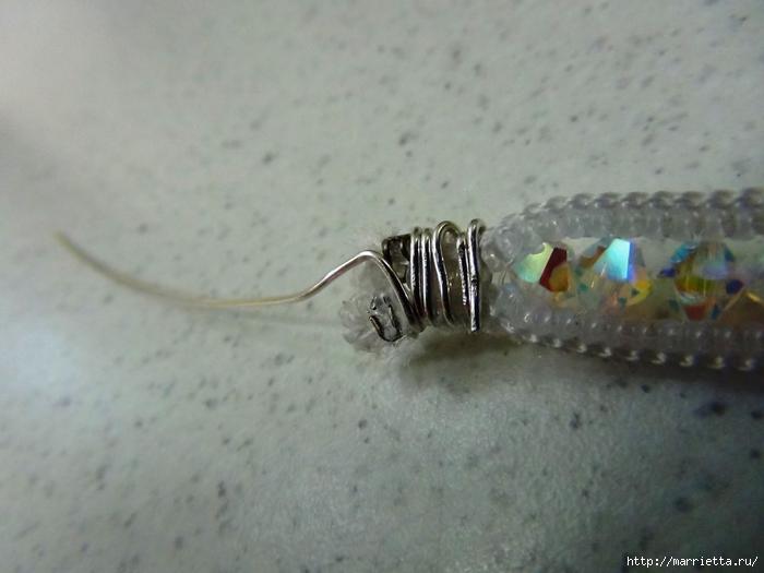 Гламурный ошейник для кошки. Из молнии и бусин-кристаллов Swarovski (16) (700x525, 189Kb)