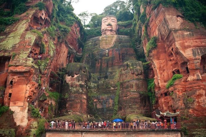 гигантская статуя будды в лэшане 1 (700x466, 311Kb)