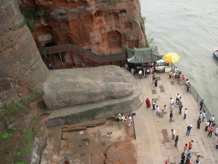 гигантская статуя будды в лэшане 3 (700x525, 280Kb)