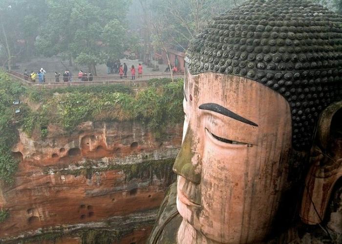 гигантская статуя будды в лэшане 4 (700x499, 275Kb)