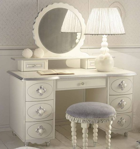 5320643_80366702_3731083_dressingtable14 (589x629, 96Kb)