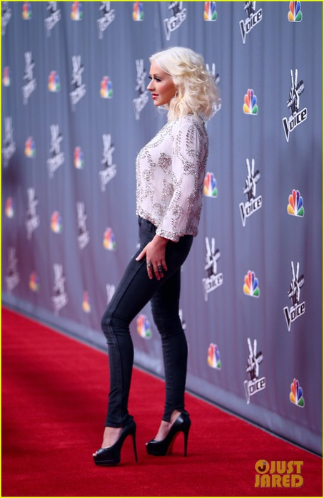 christina-aguilera-adam-levine-the-voice-top-12-event-13 (454x700, 66Kb)