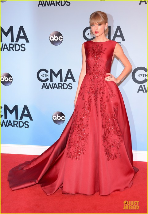 taylor-swift-cma-awards-2013-red-carpet-01 (482x700, 79Kb)