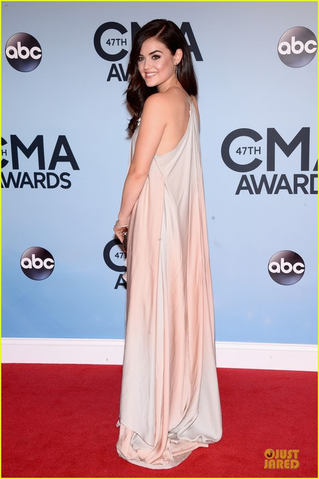 lucy-hale-colbie-caillat-cma-awards-2013-red-carpet-01 (466x700, 67Kb)