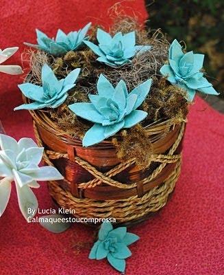 красота из картона- цветы из яичных лотков (38) (327x400, 116Kb)