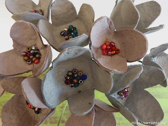 красота из картона- цветы из яичных лотков (56) (580x435, 148Kb)