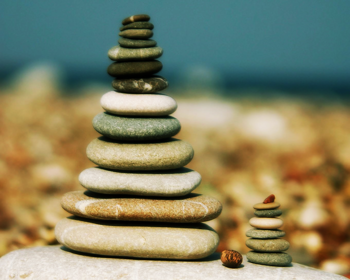 rocks_stones_zen_pebbles_stacked_desktop_1280x1024_hd-wallpaper-686360 (700x560, 485Kb)