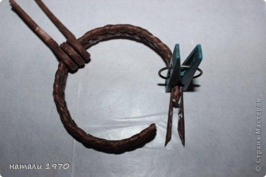 Плетение из газет. Корзинка КЛУБНИКА. Мастер-класс (22) (520x347, 66Kb)