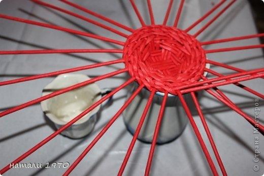 Плетение из газет. Корзинка КЛУБНИКА. Мастер-класс (45) (520x347, 100Kb)