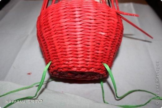 Плетение из газет. Корзинка КЛУБНИКА. Мастер-класс (53) (520x347, 90Kb)