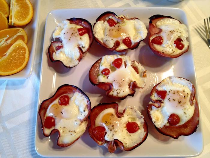 яйца запеченные в ветчине (700x525, 163Kb)