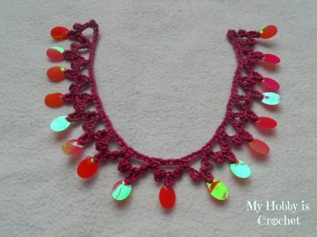 Вязаное ожерелье с блестками
