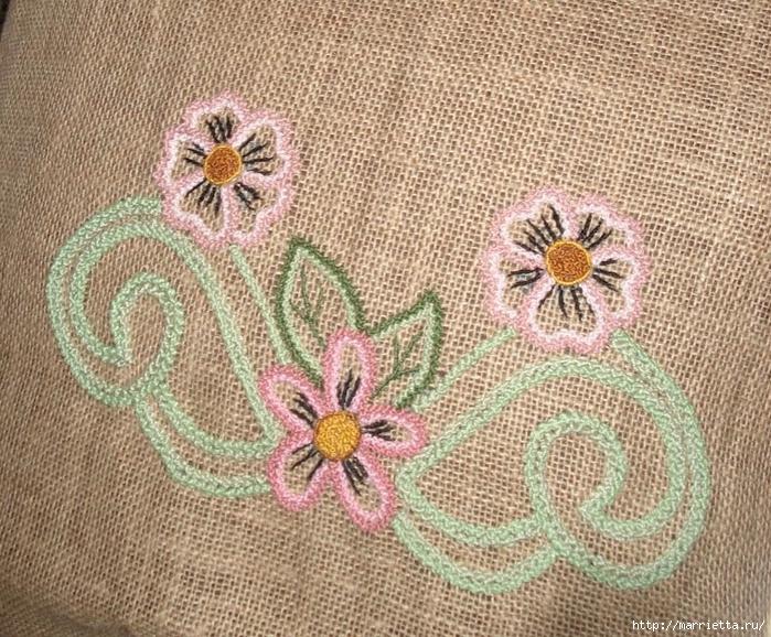 Подушки из мешковины и бархата с цветочной вышивкой (4) (700x578, 428Kb)