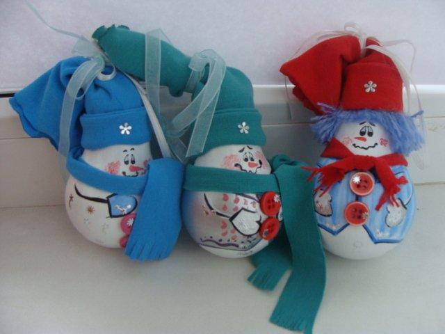 Фото новогодних игрушек из лампочек своими руками