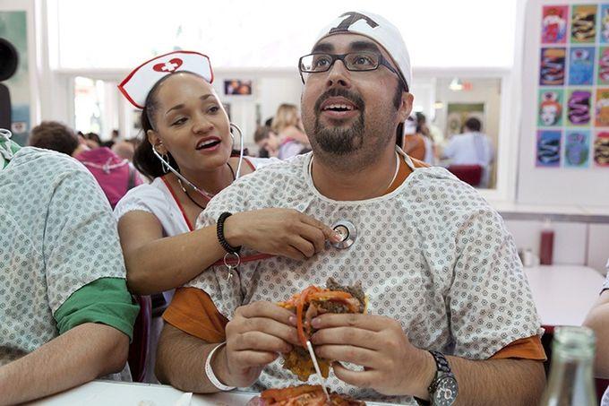 ресторан Heart Attack Grill 1 (680x453, 254Kb)
