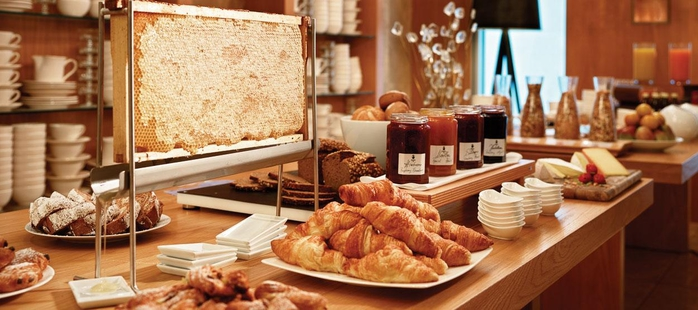 jumeirah_frankfurt_max-on-one-breakfast-buffet-hero (700x310, 190Kb)