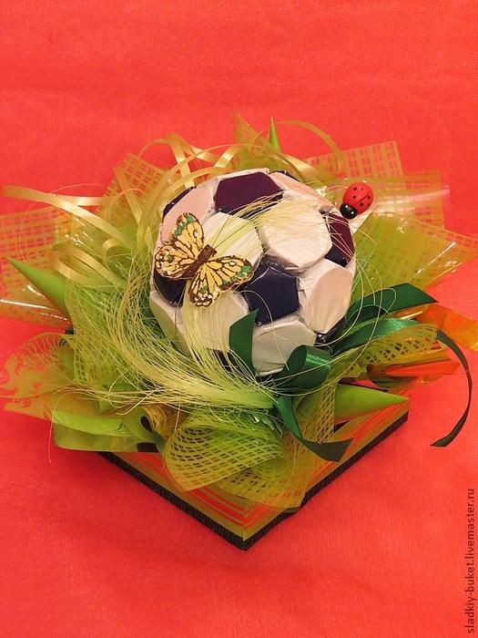 футбольный мяч из конфет (5) (525x700, 301Kb)