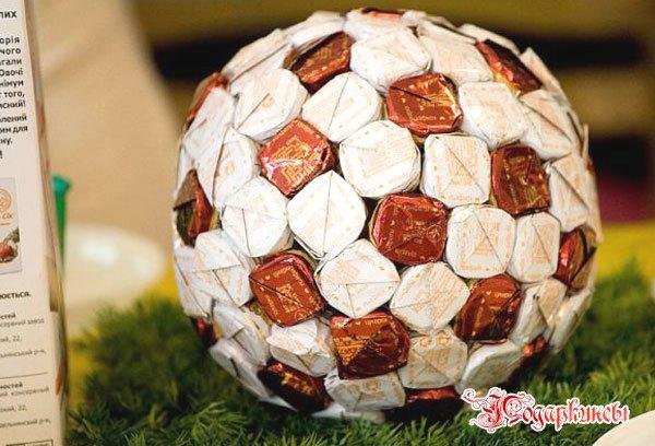 футбольный мяч из конфет (11) (600x408, 161Kb)