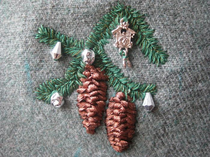 Вышивка еловой ветки