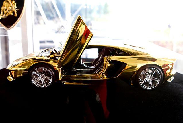 Lamborghini Aventador LP 700-4/1385237578_zolotoy_lambordzhini_foto_1 (638x428, 40Kb)