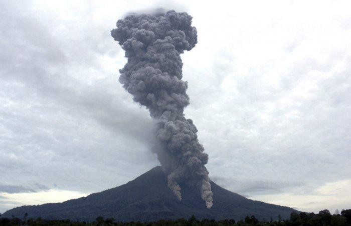 вулкан синабунг индонезия фото (700x452, 114Kb)