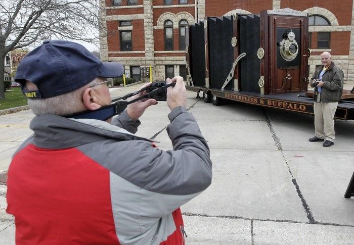 гигантская фотокамера-гармошка 1 (700x485, 171Kb)