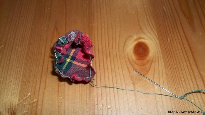 Текстильный елочный шар в технике йо-йо. Мастер-класс (13) (700x393, 185Kb)