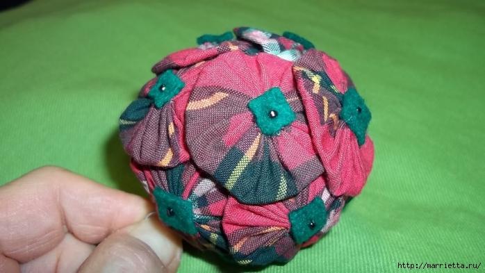 Текстильный елочный шар в технике йо-йо. Мастер-класс (20) (700x393, 195Kb)