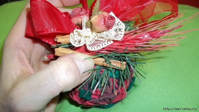 Текстильный елочный шар в технике йо-йо. Мастер-класс (29) (700x393, 262Kb)