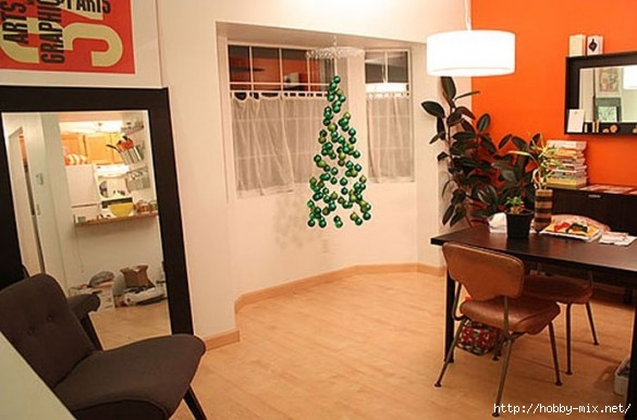 Alternative-Christmas-tree-ideas-tree-from-plastic-globes-585x386 (585x386, 137Kb)