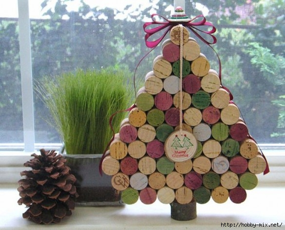 Alternative-Christmas-tree-ideas-tree-from-wine-corks-3-585x472 (585x472, 175Kb)