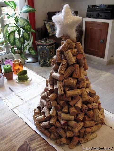 Alternative-Christmas-tree-ideas-tree-from-wine-corks (481x640, 243Kb)