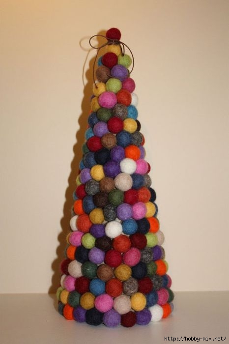 Alternative-Christmas-tree-ideas-tree-from-wool-cat-toys (466x700, 95Kb)