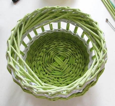 Плетение из газет. Нежная ажурная шкатулка (8) (457x421, 130Kb)