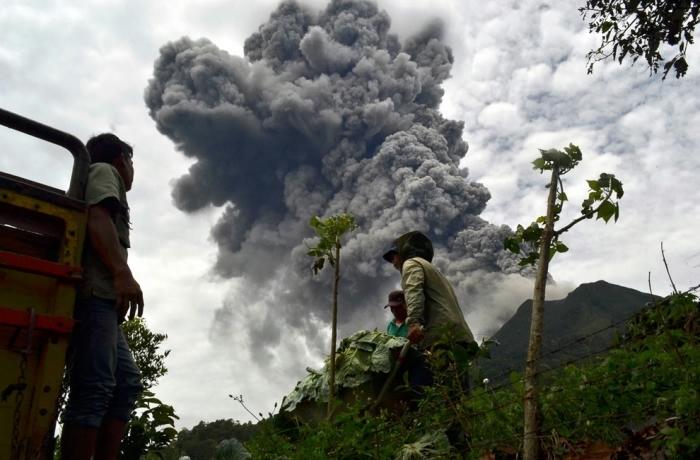 извержение вулкана синабунг фото 1 (700x460, 204Kb)