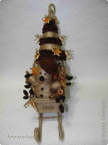 Санки, снеговик и елочка из джута и кофейных зерен. Мастер-класс (7) (360x480, 90Kb)