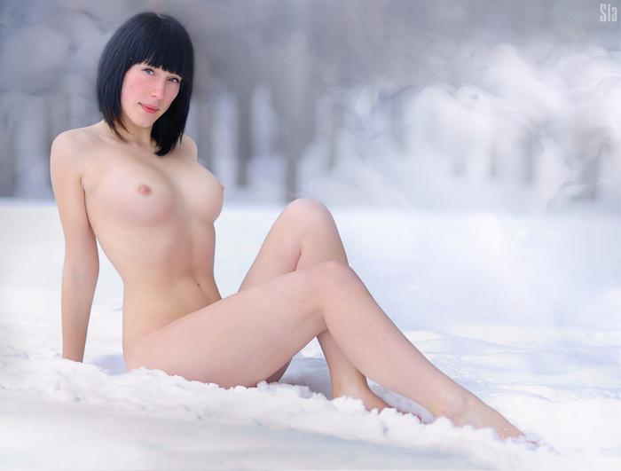 Полностью Голые На Снегу