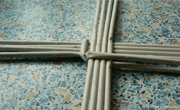 Мастер-класс по плетению дна из газетных трубочек (6) (596x363, 163Kb)