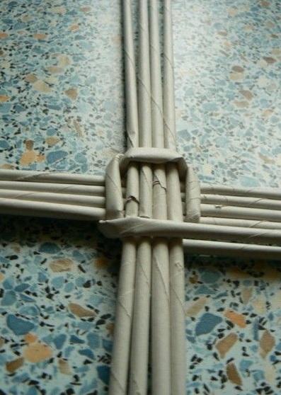 Мастер-класс по плетению дна из газетных трубочек (8) (397x558, 150Kb)