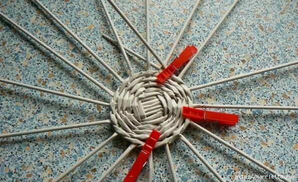 Мастер-класс по плетению дна из газетных трубочек (15) (595x364, 241Kb)