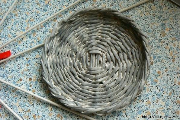 Мастер-класс по плетению дна из газетных трубочек (17) (596x397, 246Kb)