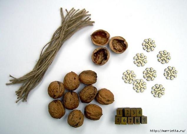 Идеи упаковки новогодних подарков. Шьем мешочки и украшаем их орешками (1) (635x455, 131Kb)