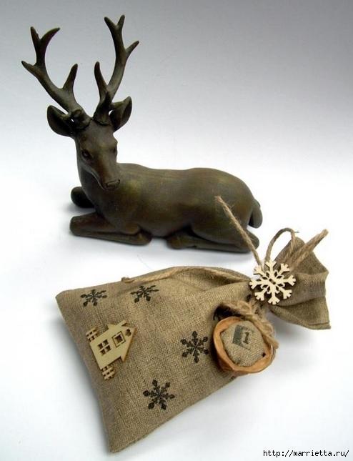 Идеи упаковки новогодних подарков. Шьем мешочки и украшаем их орешками (9) (494x645, 144Kb)
