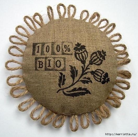 Идеи упаковки новогодних подарков. Шьем мешочки и украшаем их орешками (21) (529x528, 203Kb)