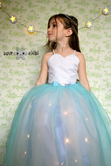 Светящийся наряд для маленькой принцессы (1) (466x700, 198Kb)