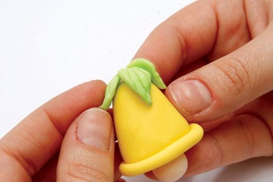 Рождественский венок с мишками из холодного фарфора. Мастер-класс (10) (533x355, 78Kb)