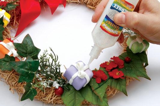 Рождественский венок с мишками из холодного фарфора. Мастер-класс (13) (533x355, 129Kb)