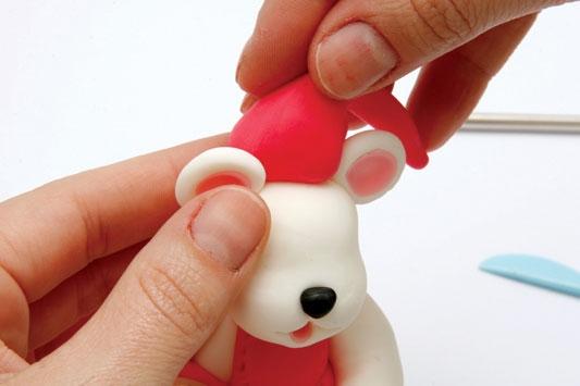Рождественский венок с мишками из холодного фарфора. Мастер-класс (23) (533x355, 69Kb)